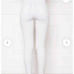 Vita jeans med silver detaljer
