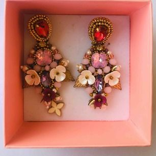 I want to sale my very nice handmade earrings. I bought them for my wedding day and used just once.