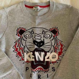 Säljer min nya Kenzo tröja då den inte är min stil riktigt.  Storlek M men funkar för en storlek S likaså.  Nypris 2300kr.