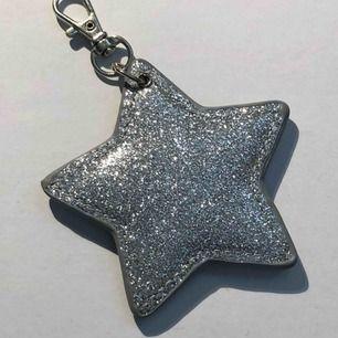 Glittrig nyckelring i form av stjärna 💫💓