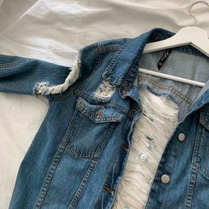 Superball ribbad jeansjacka ifrån JFR, aldrig använd. Frakt tillkommer