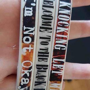 my chemical romance armband, alla för 50kr. frakt 40kr. köpta från hot topic i 2018