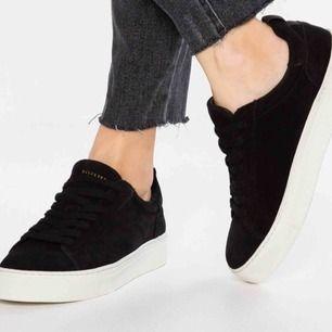 Skitsnygga skor i Mocka från Selected femme köpta på Zalando i höstas💕använda en gång så i nyskick, inga tecken på användning alls. Delar på fraktkostnad☺️