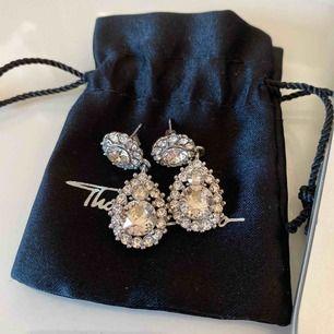 Säljer ett par Lilly and Rosé örhängen i silver! Bara använda några få gånger så de är i superfint skick!!! Frakten tillkommer🥰🥰