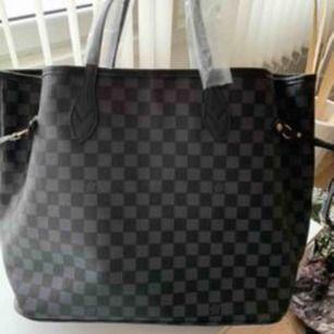 Louis Vuitton Neverfull. Large  Mycket bra kopia Finns en svart rutig och en annan svart   500kr styck  Spårbar frakt 63kr
