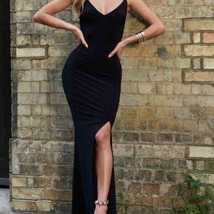 Svart klänning från Club L London, oanvänd och har prislapp kvar🤍