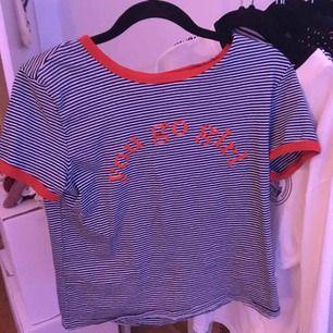 Säljer två snygga tröjor från monki! En för 20kr eller båda för 30. Fraktar endast och köparen står för frakt😊⚡️