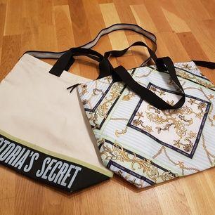 Fantastisk dubbelväska med kylväska och standväska i ett eller var för sig. 42x36x14cm. Snygg, unik och otroligr praktisk. Kan välja mellan handtag eller axelrem.