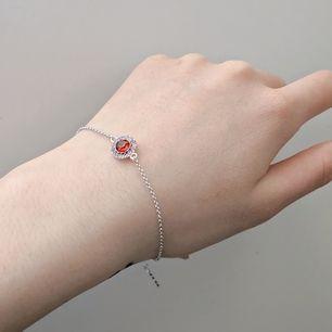 Silverarmband med röd och rosa stenar från Lily and Rose! 🌹Som ny! Så fin men tyvärr inte min stil så hoppas den kan få ett nytt hem 😌 Fri frakt 💌