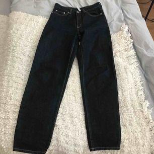 Weekday jeans i modellen Lash och färgen lash soaked. Nyskick. Frakt tillkommer men möts även gärna upp i Lund!