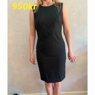 """Svart """"business"""" klänning ifrån Hugo boss, sjukt bra kvalite och knappt använd! Skriv för flera funderingar! Köparen står för frakten💙"""