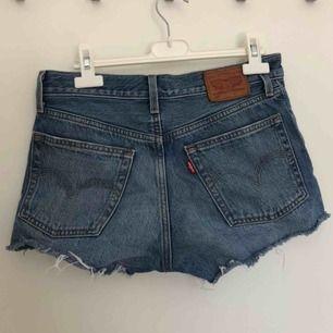Mina favorit shorts som tyvärr har blivit för små. Äkta och köpt från en Levis butik i Malmö. Super bra skick. Skriv om du vill få fler bilder!