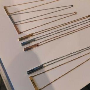 Halsband i 3D och 2D för 269kr/st Fri frakt imon hela Sverige!  Namnhalsband med önskade namn, datum eller tecken  ingraverat!  Finns i Silver, Guld och Koppar färg.  Kedja ingår, Gjort utav rostfritt metal