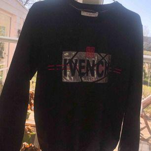 Givenchy tröja  1:1 Storlek S  Fint skick, aldrig använd. Frakt 90kr