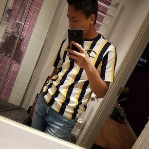 Champion T-shirt. 60kr storlek S. Älskar materialet och jätte skön att ha på sig. Sparsamt använd för att jag inte går med färg kläder. Frakt tillkommer. #tshirt