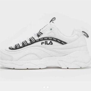 Skitsnygga skor från fila som är använda en gång pga för små🤯skulle säga att dessa motsvarar 36,5 även fast dom är 37,5. Mycket fint skick och ser ut som nya.