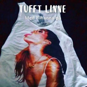 Tyvärr aldrig använd och därför jag säljer denna tuffa linne med Rihanna på.. Passar allt från. S till L