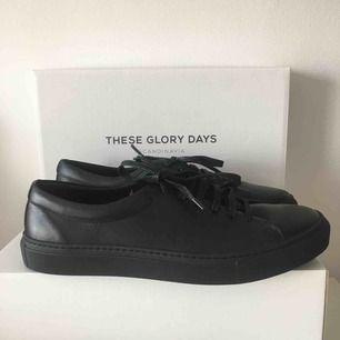 Helt nya skin skor från These glory days. Inköpt från volt. Aldrig använda!