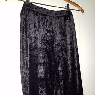 Superfina svarta tights i velour, storlek L men passar även mindre