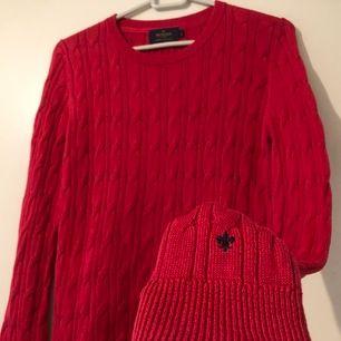 🦋Frakt ingår i priset🦋 Rödrosa kabelstickad tröja från Morris. Tröjan är supermysig och snygg samt i bra skick.