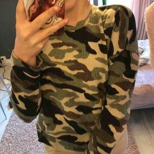 Supermysig tröja i militärmönster 25kr + frakt DM för mer bilder/information☺️