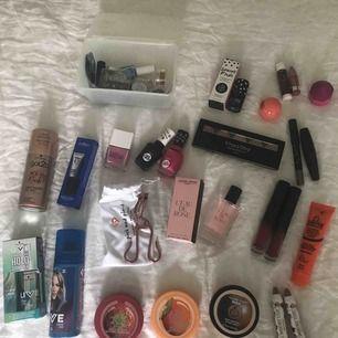 Massa olika produkter, allt oanvänd! Priser mellan 10-45 kr 🤍 Om du har en fundering kring någon produkt är det bara att fråga