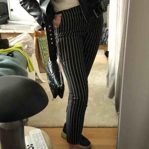 Sjukt fina kostymbyxor som MANGO som sitter väldigt bra. Letat länge efter kostymbyxor med denna passform och dessa är perfekta. Säljes pga har dubbletter! Pris är diskuterbart.