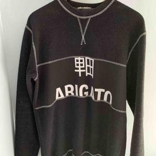 Säljer nu min jätte fina Axel arigato tröja i storlek S! Jätte fint skick knappt använd köpt för 1300 kr och finns ej kvar att köpa längre 💗