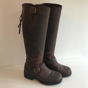 Bruna stövlar från Urban Project (äkta skinn), säljes pga har för många skor 🦋 NYPRIS 2000:-