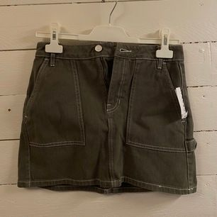 Fin grön jeanskjol från pacsun, köptes i usa förra året men aldrig använd (prislapp kvar) passar en xs/s