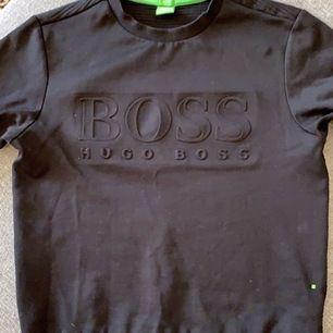 Hugo Boss tröja fint skick, nästan oanvänd. Ord pris 1699kr