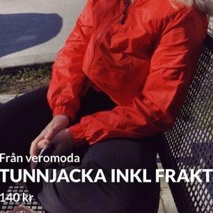Klarröd vår/sommarjacka. Använd max 2 gånger. 👠🎒🥀🍎🍷 #tunnjacka #vårjacka passar även S !!