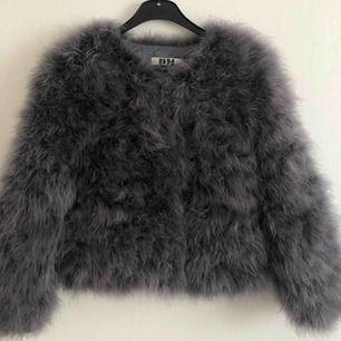 Jättecool och snygg pälsjacka från Dennis Maglic, älskar jackan men inte kommit till användning på senaste. Köpt för 1299kr💖