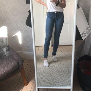 Ett par tajta jeans ifrån Gina Tricot, modellen Alex🤪 Frakt tillkommer💞💞