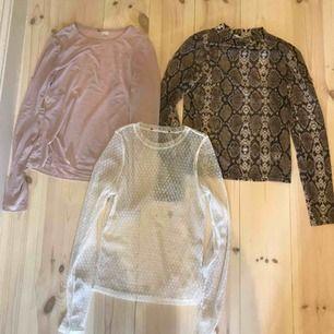 3 stycken superfina mesh- tröjor! Den rosa är från h&m, vita från BikBok och den orm-mönstrade från NLY Trend. Den orm-mönstrade har bara använts en gång, de andra två är dock i mycket fint skick!