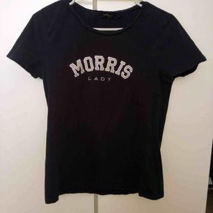 Morris T-shirt. använd några gånger men ser helt ny ut. storlek S