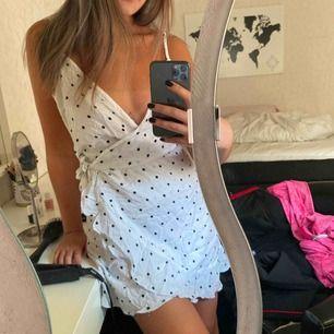 Super söt oanvänd klänning, perfekt till sommaren😍 prislapp kvar!! Frakt 30kr