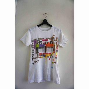 Cool t-shirt med en klassisk tv-testbild