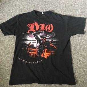 Vintage Dio bandtee, storlek M