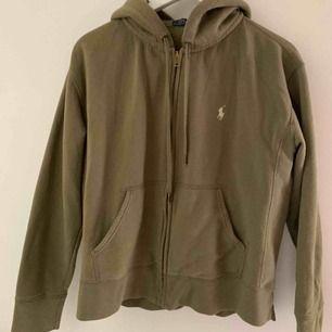 Grön fin Ralph lauren hoodie! Superskön och fin färg🤍