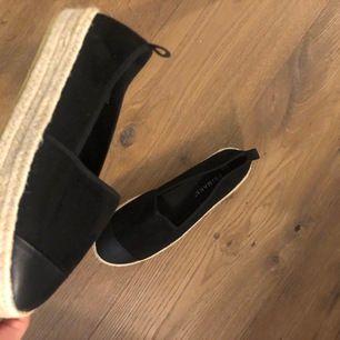 Säljer dessa balla skor, aldrig använt😊