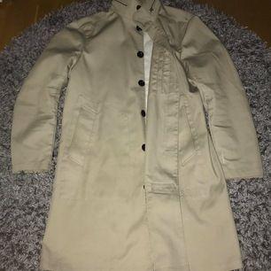 G-Star raw trench kappa Strl: XL Skick: 9/10 Pris: 1500kr (Nästintill ny G-star kappa, knappast använd, nypris: 2999kr