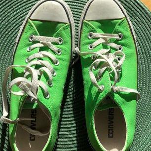 Neongröna snygga converse, bra skick och väldigt snygga att stajla till. Storlek: 39