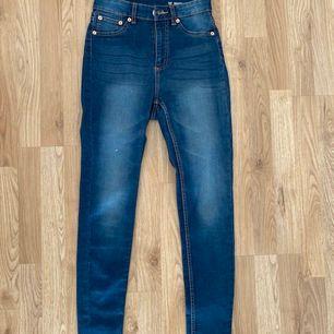 Ett par blå jeans från Lager 157 i storlek S, säljer pågrund av storlek, de är i väldigt bra skick!