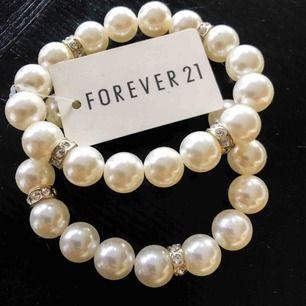 Lapp kvar på pärlarmbandet- oanvänt och i perfekt skick. Frakt tillkommer på 11 kr🥰  #armbandh #pärlarmband #pärlor #smycken #secondhand #forever21 #humana
