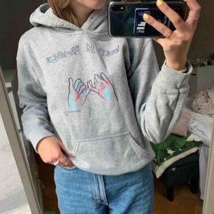 Säljer min älskade bor tröja!! Så fik till allt💞 säljer den för att jag har endast tröttnat på den. Bara använd några gånger och nypris är 490kr