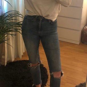 Svinsnygga jeans från Gina i storlek 34, passar mig som även har 36 i andra byxor.  Frakt betalas av köparen!😇