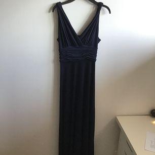 Köpte klänningen från appen Tise men har inte använts då min bal blev inställd😣 Märket heter Chiara Forthi Milano💕 Det står att storleken är XS men passade på mig som vanligtvis har strl S. frakten ingår i priset!
