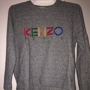 Kenzo Paris tröja, använd ett fåtal gånger, som ny Möts upp eller så står köparen för frakten☺️