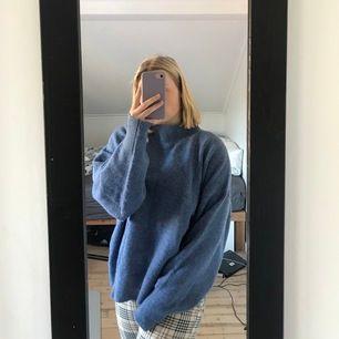 Blå fin stickad tröja från H&M, använd 1 gång. Köparen står för eventuell frakt. 🌸